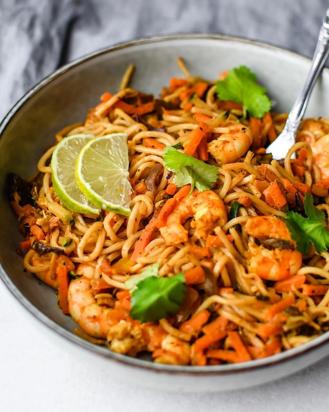 Image De Plat De Cuisine nouilles sautées aux crevettes lunchtime de ce midi un bon