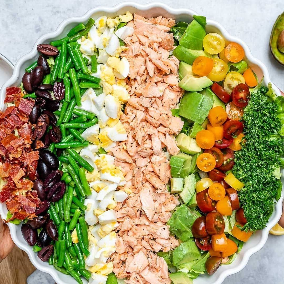 MONTHLY MEAL PLAN IN OUR BIO!⠀.⠀By @cleanfoodcrush⠀.⠀{NEW} Salmon Cobb Salad…